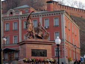 Фото памятника Минину и Пожарскому.