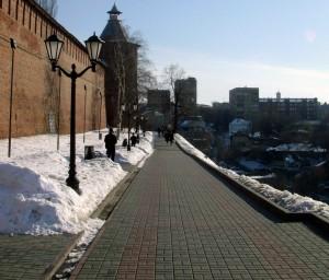 Зима, тротуар вдоль зеленского съезда.